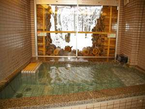 ペンションおこん:★雪見風呂 ★外の景観を楽しみながらのんびりお湯にお浸かり下さい