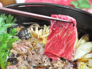 ペンションおこん:やわらか国産牛と新鮮野菜をたっぷり使ったすき焼きです!
