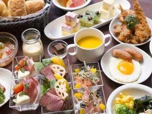 天然温泉 花蛍の湯 ドーミーインPREMIUM京都駅前:◆朝食バイキング~京都ならではの豆腐料理や京漬物、和食中心の多彩なメニューをお楽しみいただけます
