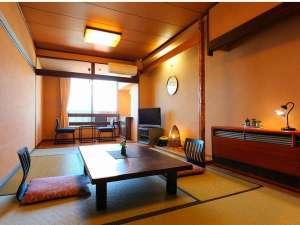 海辺の宿 つたや旅館:海の見える和室です♪ゆったりお寛ぎください