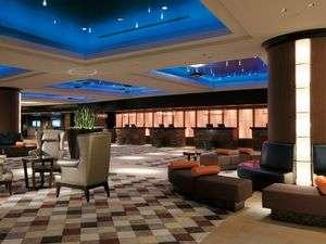 シェラトン・グランデ・トーキョーベイ・ホテル:■時間によって星座が見えたり空が明るくなったりと楽しめる  フロントロビー