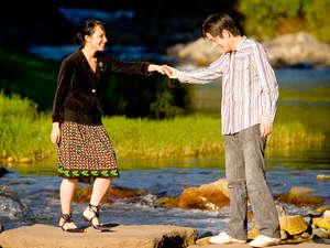 音信川の散策をお愉しみください。釣竿もございます。
