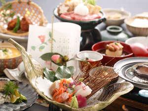 大谷山荘: 【特選・冬会席:清月】造り…冬の日本海の幸は格別。天然白身や生イカなど新鮮な味を