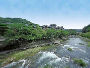 大谷山荘:川の流れと深緑が涼を誘う、大谷山荘の夏。水と緑を近くに感じる寛ぎの休日を