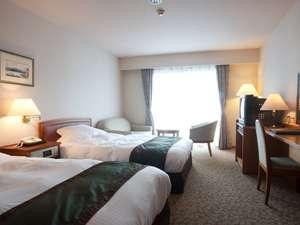 セミダブルのベッドが2台入った洋室は、落ち着きがあり、居心地が良いと評判。
