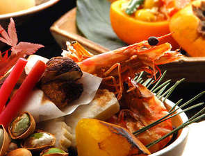 「四季の湯座敷」武蔵野別館:目にも鮮やかな本格懐石料理は、お部屋でゆっくりと・・・。