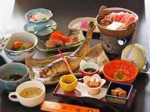 心がふれあう 民芸の宿中央ホテル:自慢の逸品ニシン姿焼き魚 夕食一例