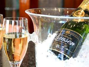 重厚感のある味わいの辛口シャンパンで乾杯を!