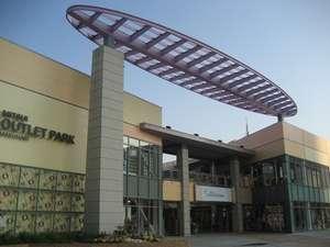 三井アウトレットパーク幕張 空や風を感じながらゆったりとした雰囲気の中で楽しむショッピング。