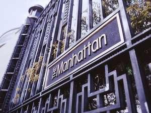 ホテル ザ・マンハッタン 正面 門