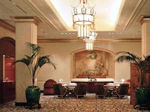 ホテル ザ・マンハッタン:チェックインはソファに座って。