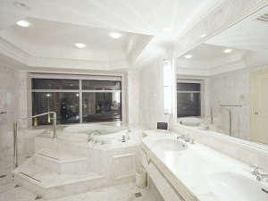 ホテル ザ・マンハッタン:プラザスイートバスルーム(70平米)