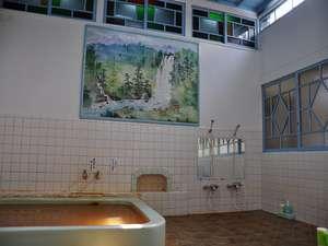 鹿の湯松屋: 大正ロマンと言われる大風呂。鉄分豊富で肌に優しい 。よ~く温まります。