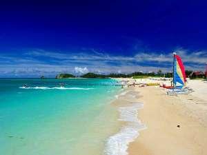 オクマ プライベートビーチ & リゾート:約1キロメートルにもおよぶホテル眼前の白砂のビーチ