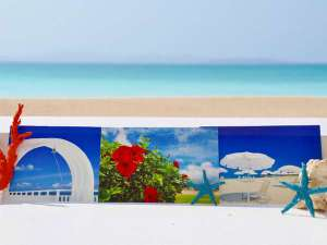 お部屋へ切手付きポストカードを設置しております。フロント前のポストから旅行の想い出をご投函ください。