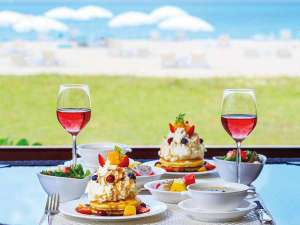 オクマ プライベートビーチ & リゾート:潮風の朝食。ビーチを眺めながら迎える贅沢な朝の始まり