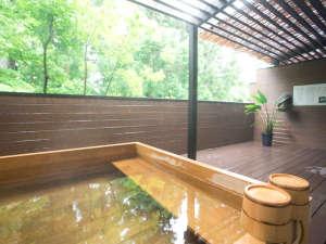 リブマックスリゾート箱根芦ノ湖:総檜の露天風呂(男湯)