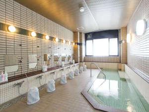 岩手宮古 ホテル近江屋:【朝日が差し込む気持ちのいいお風呂】心地いい音楽が流れ、心も体もリフレッシュすることができます♪