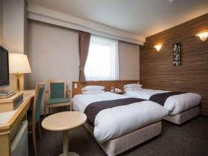 アーヴェストホテル蒲田(東口):線路反対側 ツイン 【Area:22㎡ Bed:110×195cm×2台】