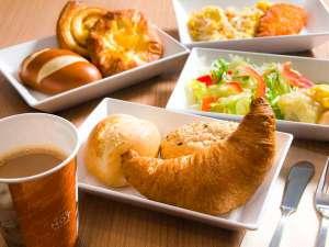 本日は焼きたてパンの朝食になさいますか?