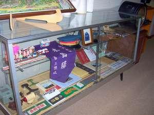 3階廊下の鉄道コレクション展示コーナー