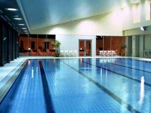 ホテルオークラ東京:【フィットネス】会員制スポーツクラブ 「オークラヘルスクラブ」 室内スイミングプール(別館1階)
