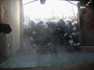 白濁の貸切露天 なごみ湯 白樺:雪の露天風呂