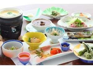 白濁の貸切露天 なごみ湯 白樺:季節により自家製採れたて野菜などを使う和洋折衷料理(一例)