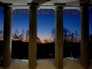 くつろぎの高原リゾート コロシアム・イン・蓼科:冬の透き通った空と太陽の明かりが見事なコントラスを生み出します