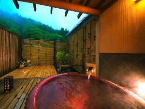 土湯温泉 源泉湯庵(最大8つの湯めぐり自慢) ニュー扇屋:貸切露天風呂はどなた様でもお気軽にご利用いただけます。大切な方と温まりあう心地よい時間をどうぞ。