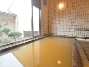 大谷にしき荘:【女湯】塩化物強塩泉のにごり湯。温まると評判です。