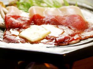 大谷にしき荘:猪肉をたっぷりバターで焼いて、塩かポン酢で食べる(^o^)香り高い脂身が映えて最高に美味しいんです!!