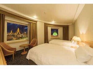 ホテルJALシティ青森:コーナーツインルームからは青森ベイブリッジと観光物産館アスパムを一望できます。