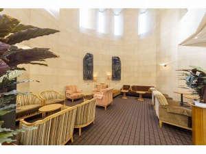 ホテルJALシティ青森:落ち着いた雰囲気のロビーは待ち合わせ場所としてもご利用いただけます。