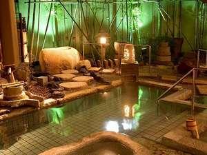 源泉かけ流し 大人の湯宿 つるや:源泉掛け流しの湯量豊富な大浴場「福の湯」屋外庭園風呂と寝湯がございます。