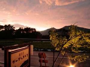 軽井沢ガーデンテラス「ASAMAファームヴィレッジ」:夕暮れの浅間山・・・