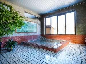 ログ・コテージ 尾瀬東明荘:本館にある、温泉大浴場