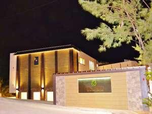 ザ・ペリドットスマートホテル タンチャワード:夜の外観