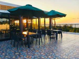 ザ・ペリドットスマートホテル タンチャワード:3Fのレストランはオーシャンビューで天気のいい日には綺麗な夕日が眺められます。
