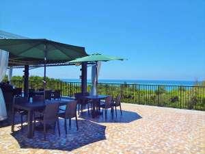 ザ・ペリドットスマートホテル タンチャワード:オーシャンビューのレストランは海も眺めます。
