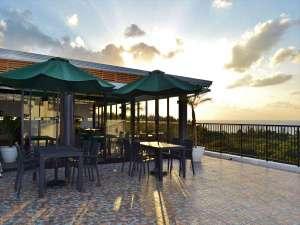 3階レストランはオーシャンビューで天気のいい日には綺麗な夕日が眺められます。