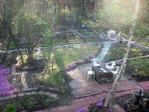 キャベツ畑のパン&デザート工房 シューレビュー:中庭ハーブガーデンには四季折々のハーブや花がいっぱい
