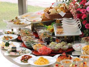 札幌プリンスホテル:ブッフェレストランハプナの朝食ブッフェでは、日本・西洋料理全55品以上をお楽しみ頂けます。
