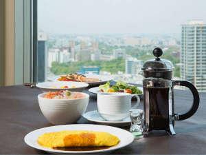 札幌プリンスホテル:地上100mでの朝食レストランはロイヤルフロアご予約のお客さま限定でご利用いただけます。