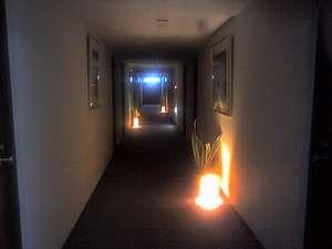 廊下にはアジアン調のライトでさりげなく癒しを演出☆