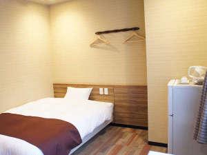 【新設】ダブルプラスルーム。1~2名様用。新設のお部屋は高級ベッドシモンズを導入しています。