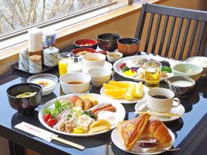 有馬温泉 瑞宝園:朝食はバイキング。2Fレストランにて、有馬の山並み・温泉街を眺めながら、すがすがしく。