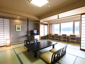 上諏訪温泉 RAKO華乃井ホテル:2013年改装和室。信州の四季を楽しむことができます。夜景もなかなか◎です