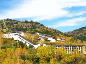 万座温泉の紅葉は、例年9月下旬より色づき始め10月中旬に見ごろを迎えます。