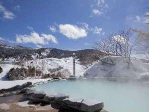 冬のこまくさの湯。雪見露天風呂を楽しむことができます。